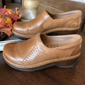 Tan, leather Klogs. 10 wide